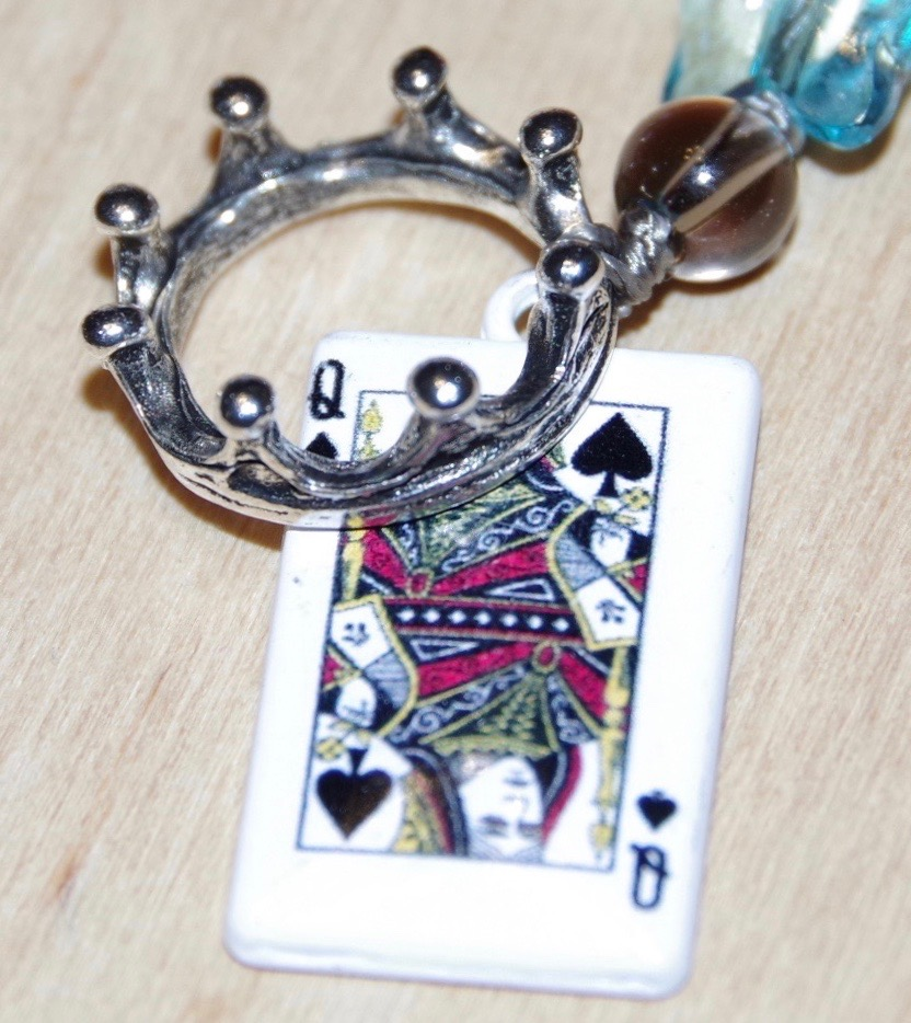 Четки Таро Королева Мечей
