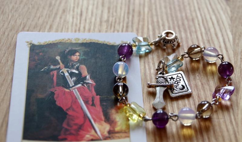 Королева Мечей - карманные четки